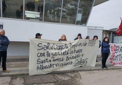Le società partecipate Santa Teresa di Brindisi e Alba Service di Lecce a Bari manifestano il 5 aprile per la mancata concessione della cassa integrazione in deroga.