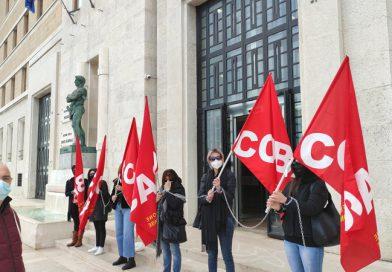 sit-in di protesta presso la sede Regione Puglia di Lecce del 13 Aprile 2021